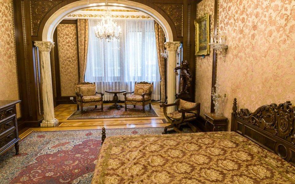ceausesku living room