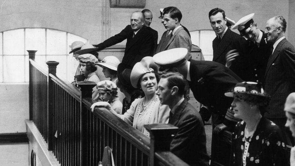 Η μικρή Ελισάβετ συναντά τον πρίγκηπα Φίλιππο το 1939 στο ναυτικό κολλέγιο Νταρτμουθ